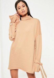robe-sweat-nude-col-montant-lanires-aux-manches
